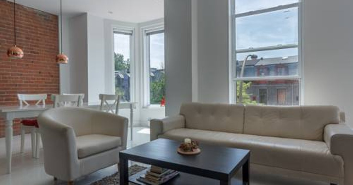 Modern Three-Bedroom Loft in Plateau Mont-Royal