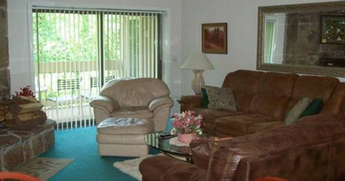 Holly Ridge Two Bedroom (Unit 305)