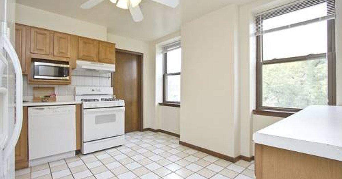 Six-Bedroom on N Lincoln Avenue Apt 3