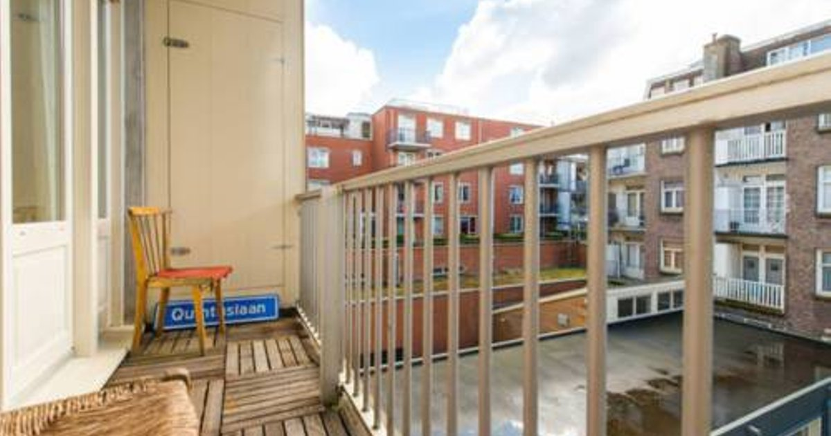 Apartment with balcony close to Sarphatipark