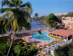 Dona Paula hotels with swimming pool
