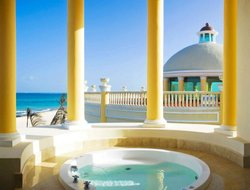 Puerto Morelos hotels with restaurants