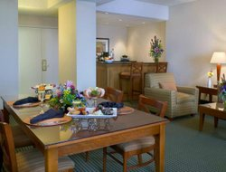 St. Louis Park hotels with restaurants