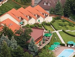 Balatonalmadi hotels with swimming pool