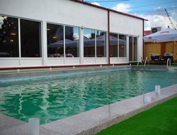 Ramnicu Valcea hotels with swimming pool