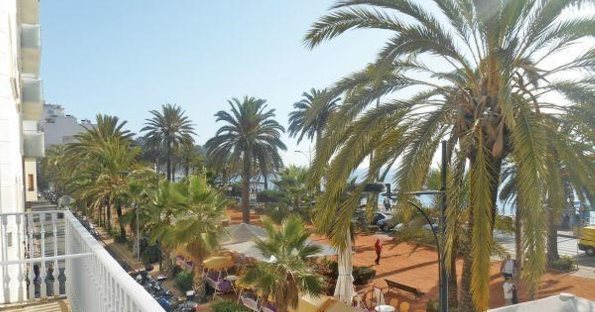 Three-Bedroom Apartment Lloret de Mar with Mountain View 04