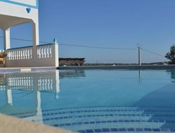 Moncarapacho hotels with swimming pool