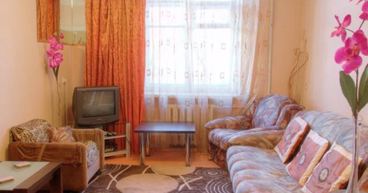 Two-Bedroom Apartment Nezavisimosti 33
