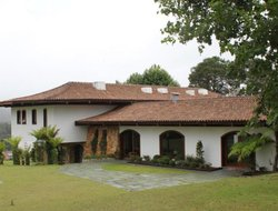 Campos do Jordao hotels with swimming pool
