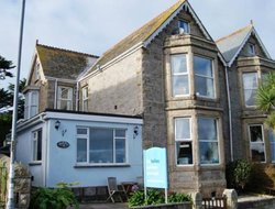 St. Ives hotels with sea view