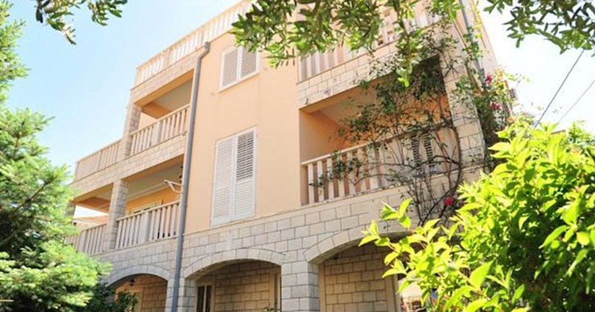 Apartments and Rooms Maris