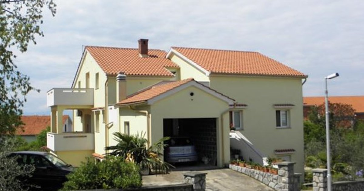 Apartments Njivice Bajcic