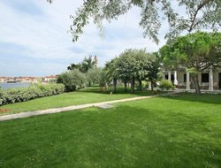 Umag hotels with sea view