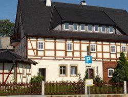 Schirgiswalde hotels with swimming pool