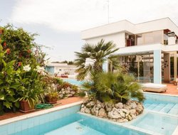 Bari hotels with swimming pool