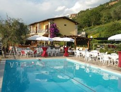 Castelletto di Brenzone hotels with swimming pool