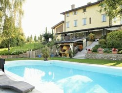 Castelvetro di Modena hotels with swimming pool