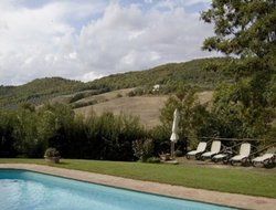 Cinigiano hotels with swimming pool