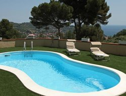 Imperia hotels with swimming pool