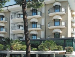 Cervia hotels with swimming pool