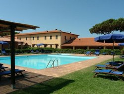 San Vincenzo hotels with swimming pool