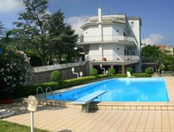Sant'Agnello hotels with swimming pool