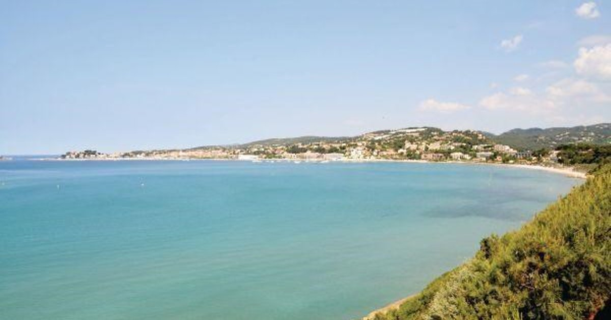 Two-Bedroom Apartment Bandol with Sea view 09