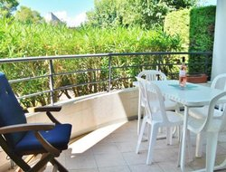 Biot hotels with swimming pool