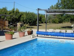 Carpentras hotels with swimming pool