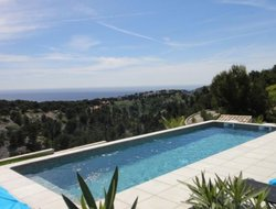 Cassis hotels with swimming pool