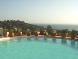 Rayol-Canadel-sur-Mer hotels with swimming pool
