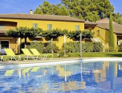 Roussillon hotels with swimming pool