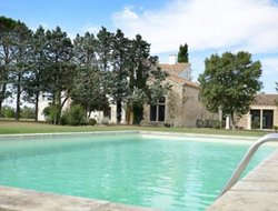 Tarascon hotels with swimming pool