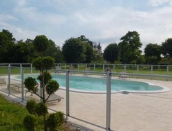 Verneuil-sur-Avre hotels with swimming pool