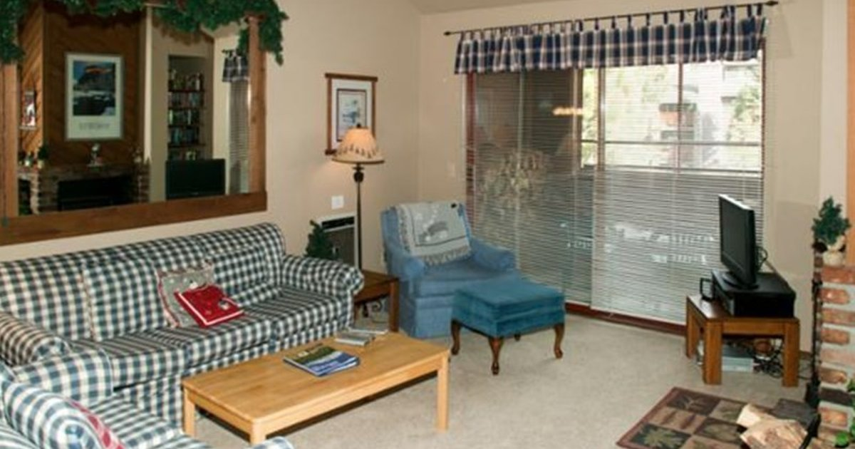 Aspen Creek Corner Condo with Country Decor