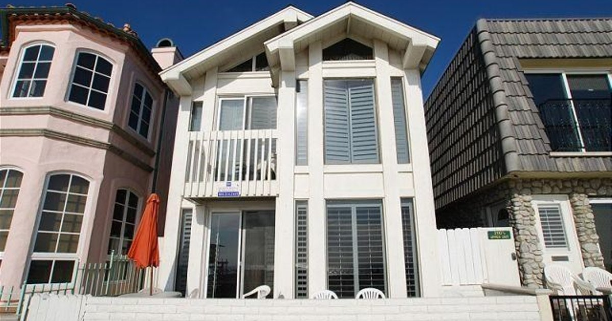 OCEANFRONT 3 BEDROOM DUPLEX NEAR NEWPORT PIER UNIT A