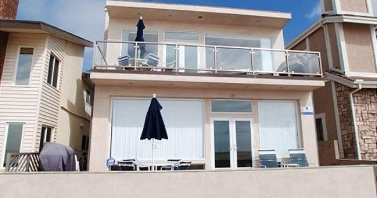 Oceanfront 3 Bedroom Condo - near Balboa Pier - Unit B