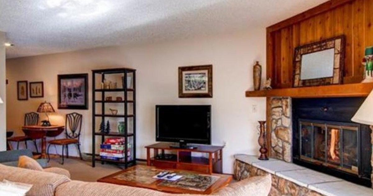 4812 Salt Lick 2 Br condo by RedAwning