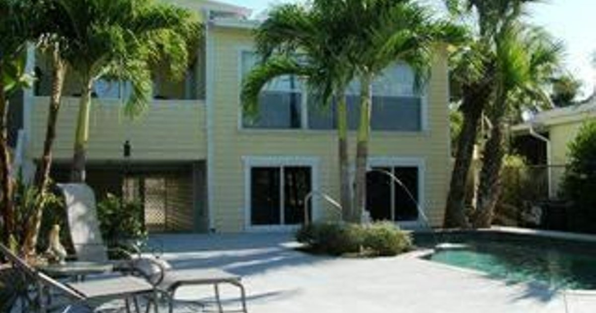 DOLPHIN HIDEAWAY BY VACATION RENTAL PROS
