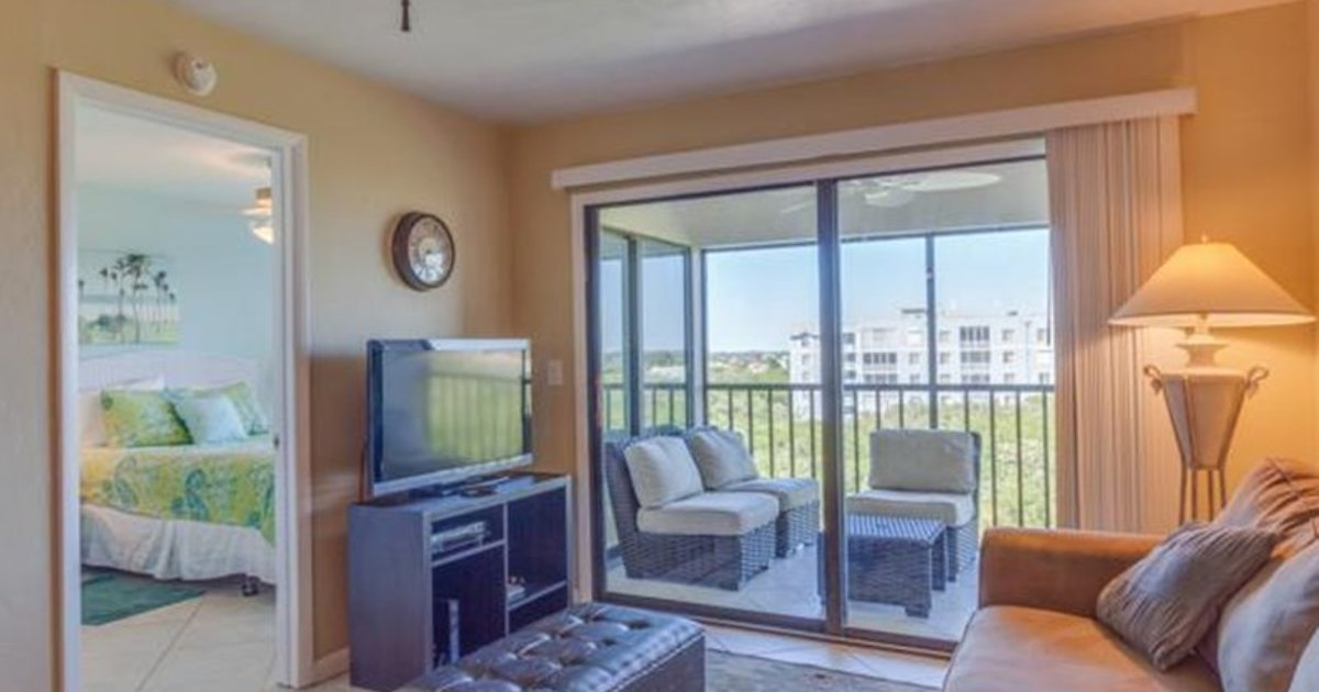Estero Cove Heated Pool Tennis 2 Br condo by RedAwning