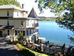 United States hotels with lake view