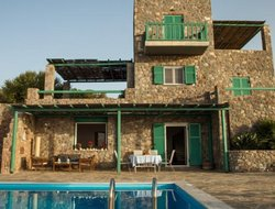 Pets-friendly hotels in Aegina