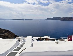 Oia hotels with swimming pool