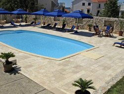 Barbat hotels with swimming pool