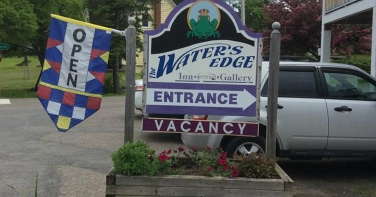The Water's Edge Inn & Gallery