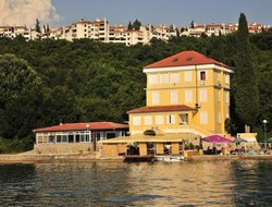Omisalj hotels with restaurants
