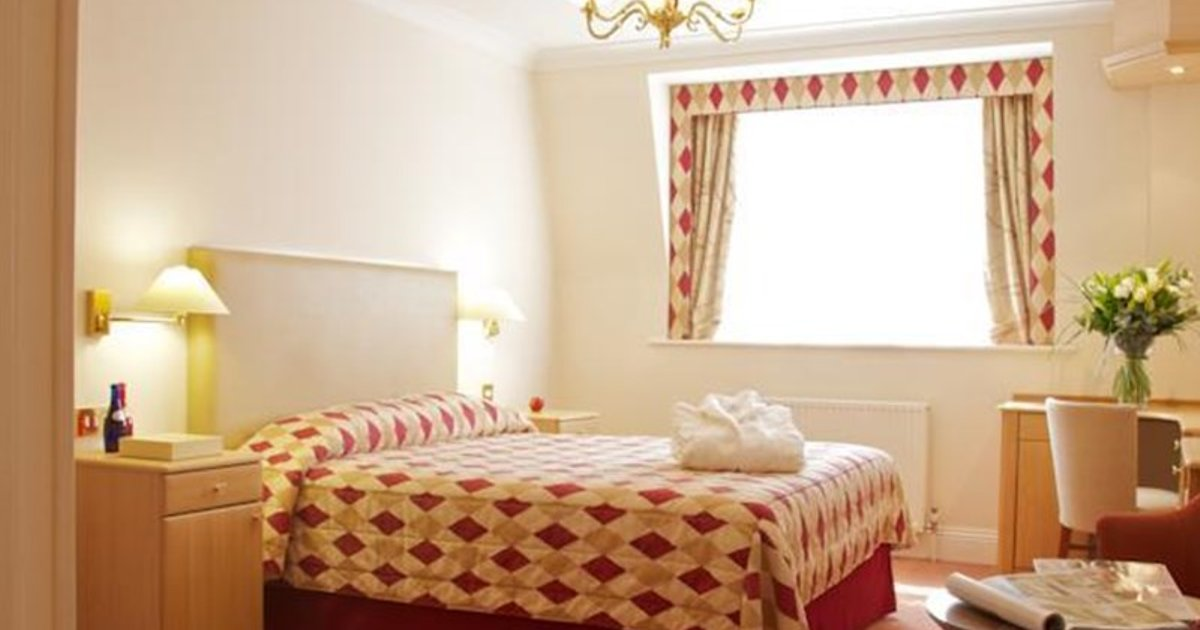 Walton Cottage Hotel & Suites
