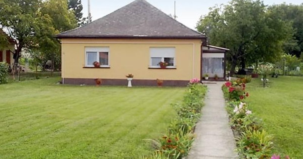 3-Bedroom Holiday home in Balatonfenyves/Balaton 18379