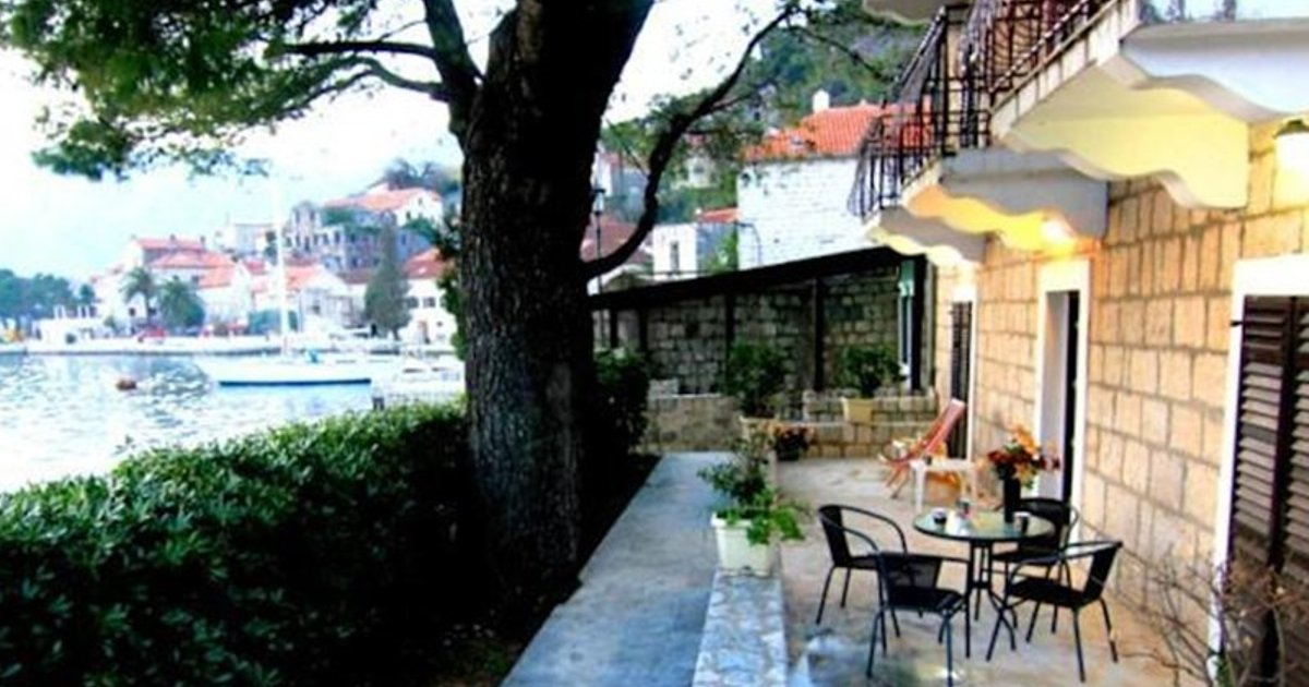 Perast Waterfront Apartments