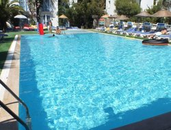 Musgebi hotels with swimming pool